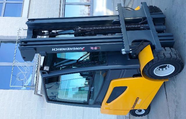 carrelli elevatore jungheinrich 30 quintali usati ricondizionati forche posizionatore forche pelelgrino loris busca attrezzature